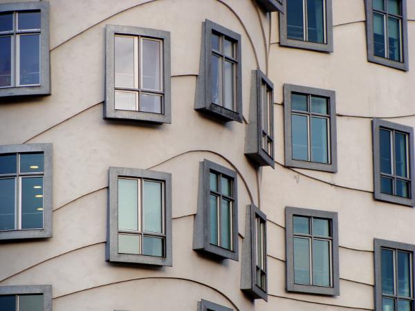 Tan?�c� d?m - Praha